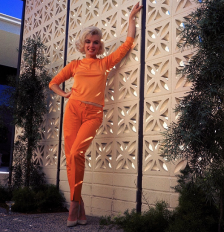 Marilyn in a tangerine silk twill Pucci top. Photograph by George Barris, 1962.
