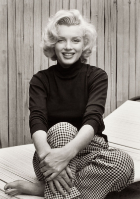 Marilyn Monroe wearing her beloved houndstooth pants. Photographed by Alfred Eisenstaedt, 1953.